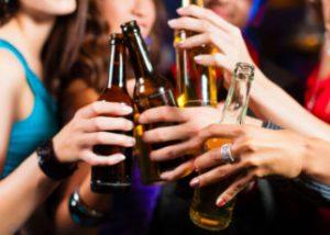 SALUTE: TROPPO ALCOL TRIPLICA IL RISCHIO DI DEMENZA