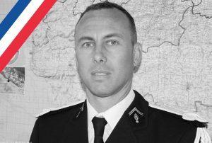 Attentato Francia, morto il gendarme eroe. Si era offerto in cambio di un ostaggio a Trebes