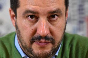 Ultimatum per Salvini, ma leader Lega non molla Berlusconi