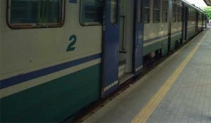 Nigeriani in treno senza biglietto picchiano controllore e poliziotto
