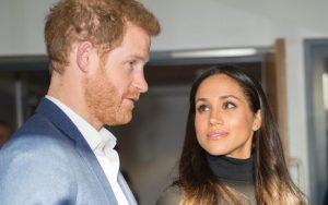 Harry e Meghan, scelta «femminista» Lei entrerà in chiesa da sola, poi ci sarà Carlo