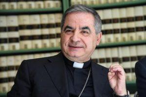 Vaticano, monsignor Becciu lascia la Segreteria di Stato