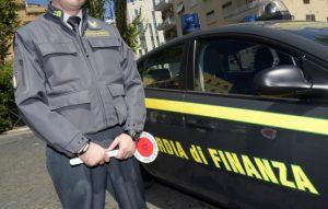 Cento finanzieri per sgominare il traffico di sigarette: 14 arresti a Napoli