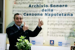 Casina Pompeiana, il famoso cantante Bruno Venturini in visita all'Archivio Storico RAI della Canzone Napoletana