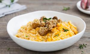 Tagliolini alla crema di zucca, funghi e briciole di pane: ingredienti e preparazioni