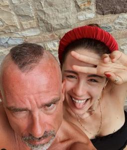 Eros Ramazzotti, dopo la separazione con Marica Pellegrinelli, trascorre il suo tempo con Aurora.