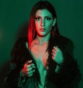Grande successo giovedì 12 aprile per la Nettunese Deborah Xhaco nel talent The Voice of Italy n onda su Rai 2