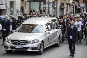 """Funerali Pamela Mastropietro, la mamma: """"Ti hanno massacrata, ma tu sei viva"""""""