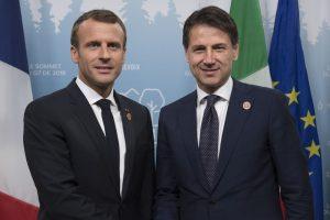 Conte da Macron con proposta hotspot nei Paesi d'origine. Convergenza con Parigi