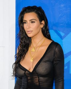 Kim Kardashian, Naomi Campbell e le altre regine del Fashion World sfilano ai CFDA Awards