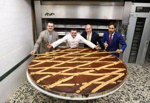 Il Gran Caffè Gambrinus presenta la pastiera dei record: oltre 6000 persone per gustare la prelibatezza