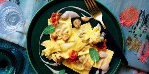 Ravioli al radicchio con crema di castagne: Ingredienti e Preparazione