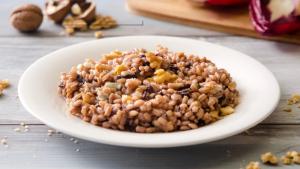 Orzotto al radicchio, gorgonzola e noci: ingredienti e preparazioni