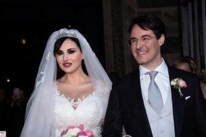 Isabelle Adriani e Conte Vittorio Palazzi Trivelli promessi sposi presso la basilica di Santa Maria in Trastevere.