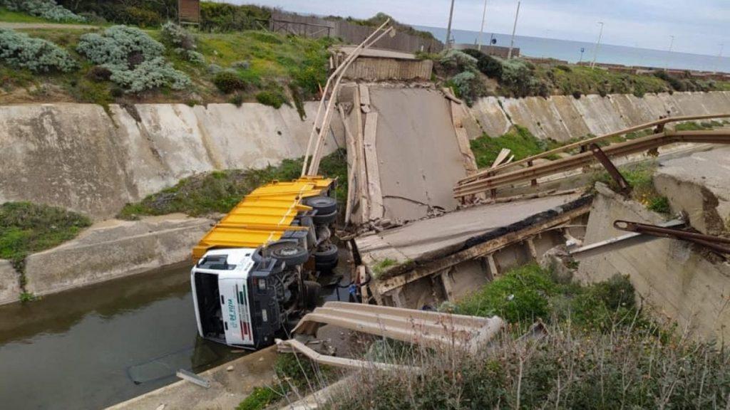 Cagliari, tragedia sfiorata per il conducente del compattatore