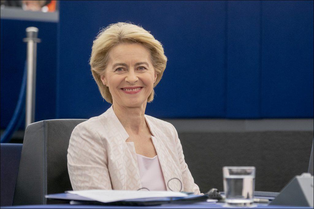 """Covid19, Ursula von der Leyen: """"Gli europei troveranno una soluzione intelligente per consentire alla popolazione di fare anche le vacanze estive"""""""