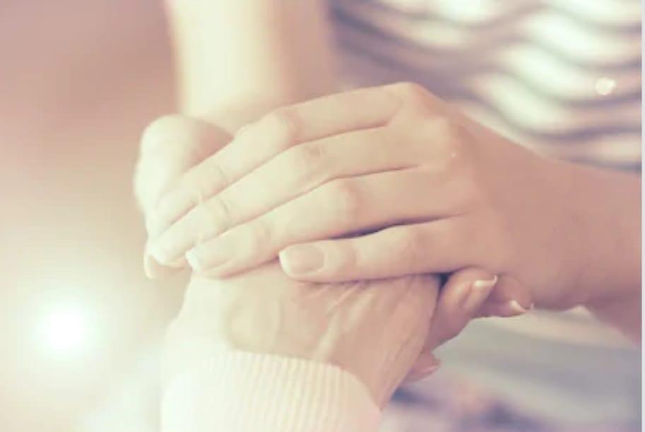 Amare a distanza: dramma e Covid-19 per le persone anziane.