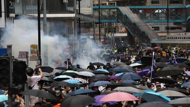 Hong Kong: proteste per la legge per la sicurezza nazionale. Il ministro degli esteri fa sapere 'va approvata'