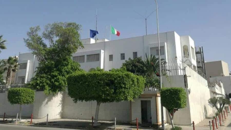 Tripoli, Haftar attacca i civili colpendo la residenza dell'ambasciatore Italiano