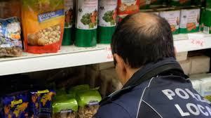 Torino, multa da oltre 4 mila euro al market etnico: prodotti scaduti da mesi
