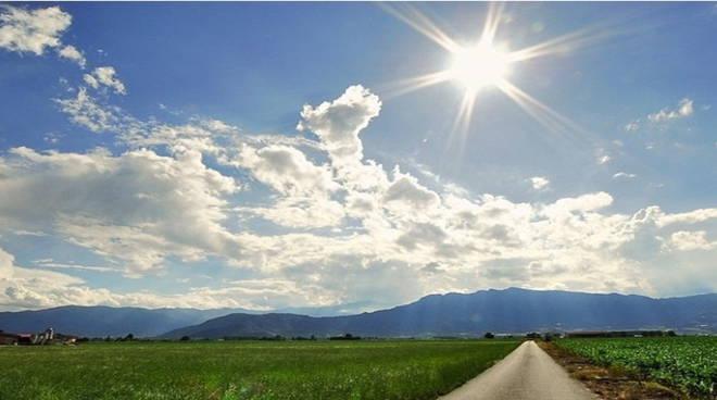Meteo, metà settimana: attesi miglioramenti e clima estivo