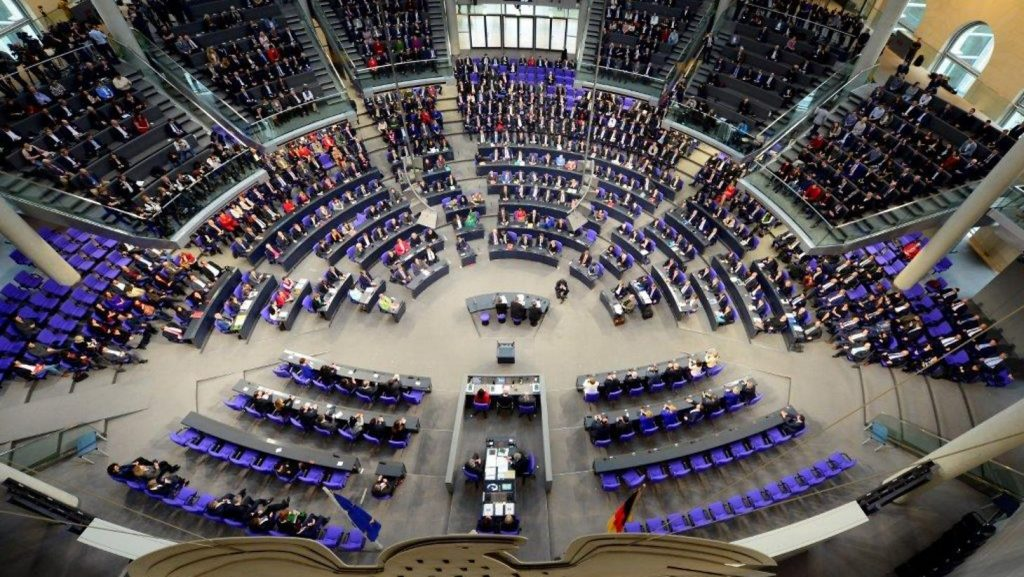 Germania: I deputati rinunciano all'aumento del salario