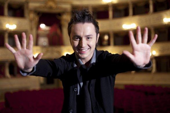 'Riapertura dei teatri', lo chiede il tenore Matteo Macchioni