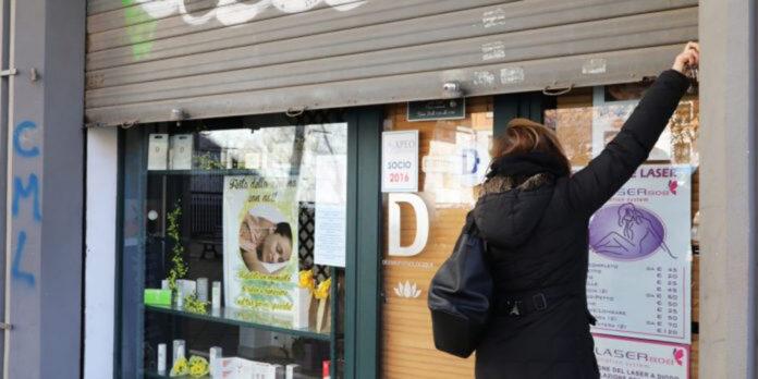 Conte ha dato l'ok per riaprire il resto dei negozi: ora la scelta aspetta alle singole Regioni