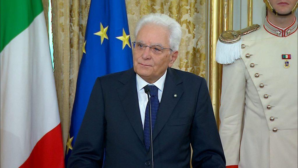 Mattarella e l'incontro con il Governo: bisogna riprendere al più presto l'economia del Paese. Intanto, anche la Meloni e Di Maio si fanno sentire