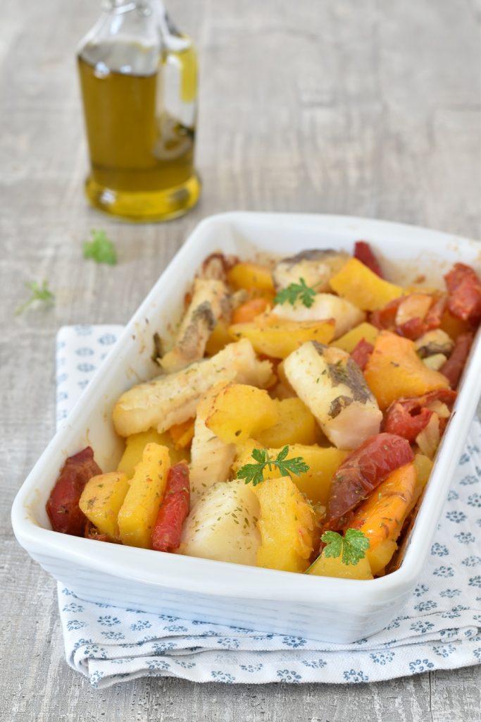 Ricetta estiva: baccalà in umido condito con peperoni, patate e olive
