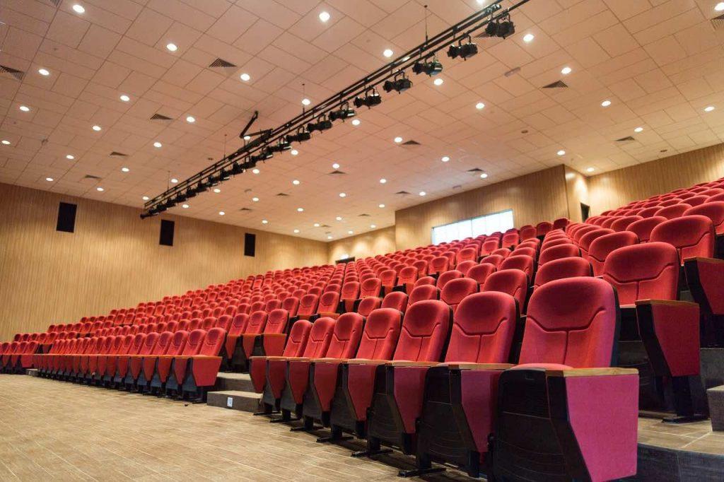 Riaperture per i cinema, l'Anec: 'l'utilizzo delle mascherine anche dopo aver preso posto in sala rimane incomprensibile'.