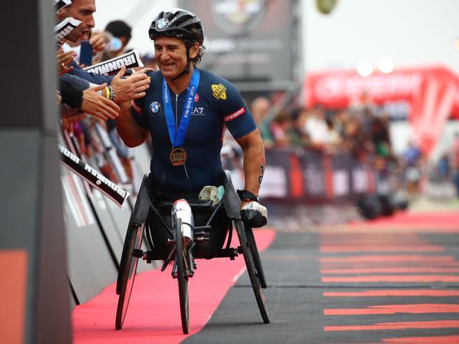 Alex Zanardi in grave condizioni: travolto in handbike