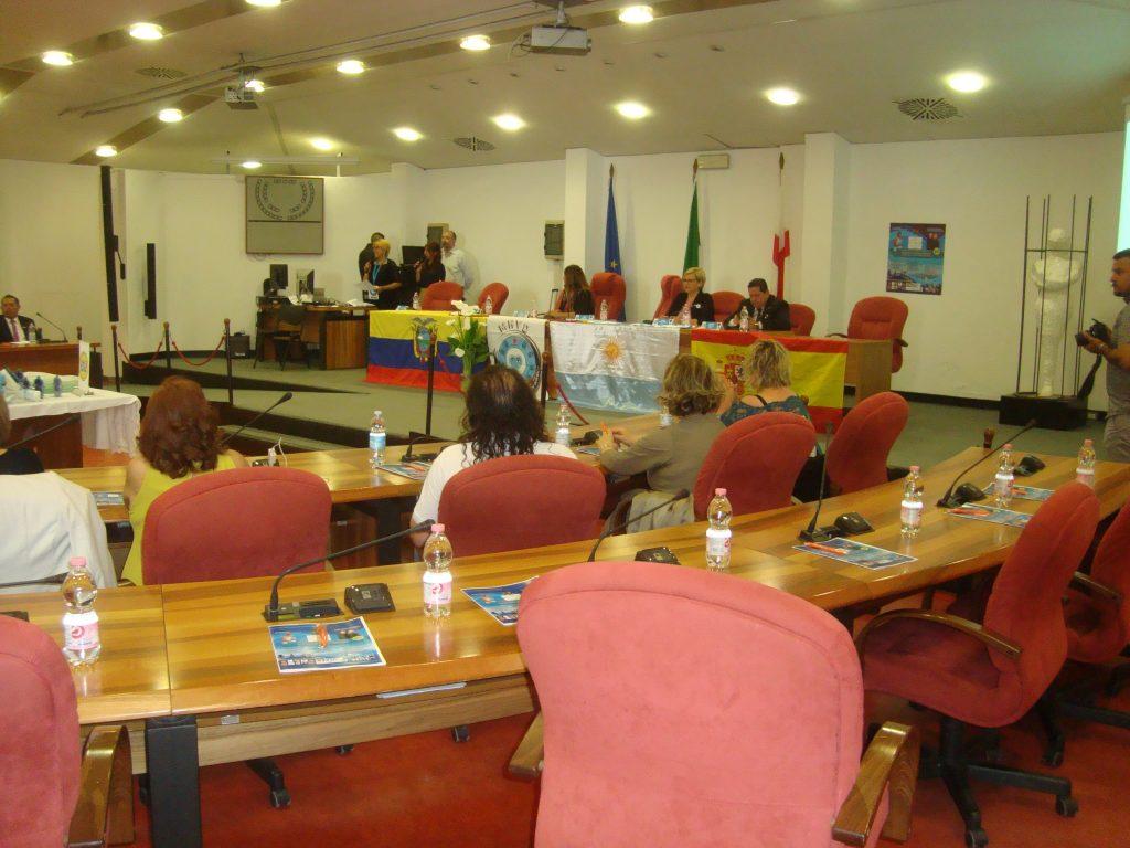 L'Associazione ESLABONES EN LA CADENA DELLA PAZ riuniti per gli sforzi per creare un mondo migliore