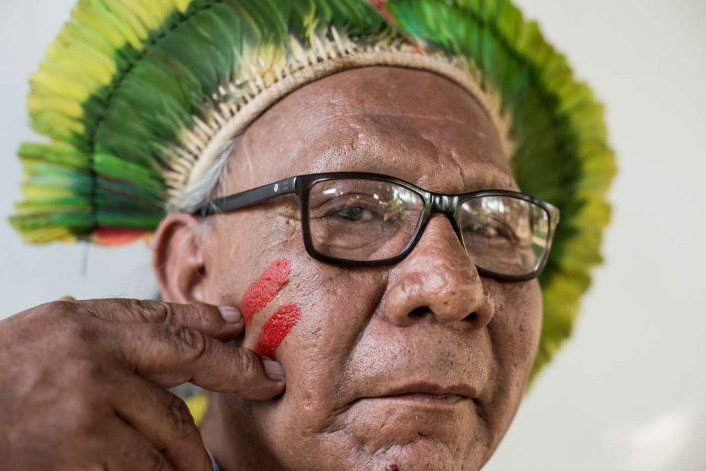 Il capo indigeno Paulinho Paiakan muore di Coronavirus: una vita per la sua terra