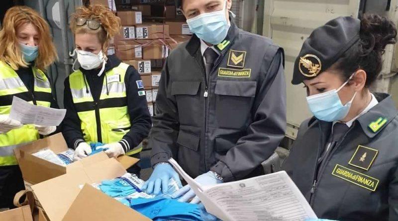 Genova: sequestrati oltre 50 mila guanti in lattice