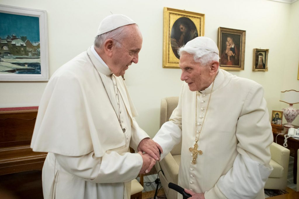 Papa Francesco esprime tutto il cordoglio al Papa Emerito per la morte di Georg Ratzinger