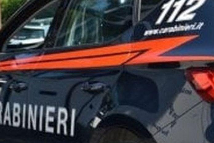 Napoli: un 65enne accoltella la compagna