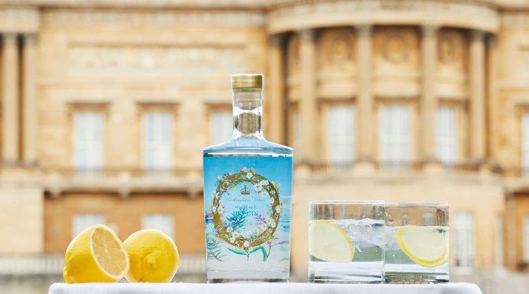 La Regina Elisabetta II produrrà un nuovo Gin