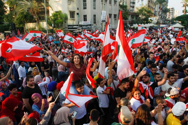 Crisi Libano, il governo Diab si dimette
