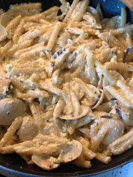 Primo piatto estivo con vongole e besciamella: ingredienti e preparazione