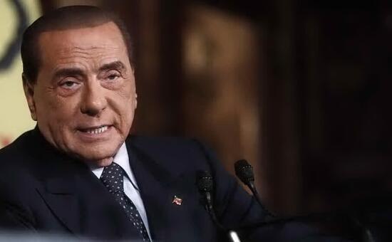 """Berlusconi per il referendum: """"Quello che mi sento di chiedere a tutti gli italiani é di andare a votare"""""""