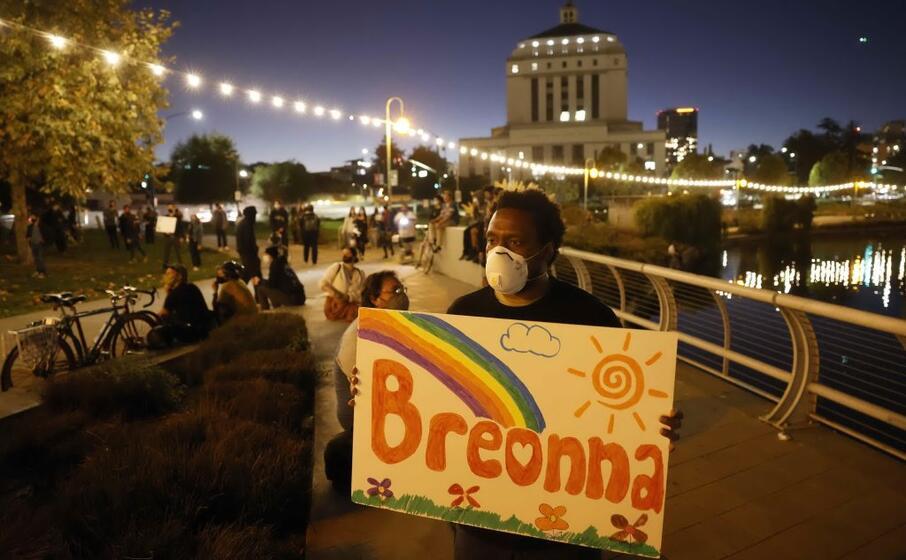America, manifestazione per Breonna Taylor: feriti due agenti e arrestate oltre 50 persone