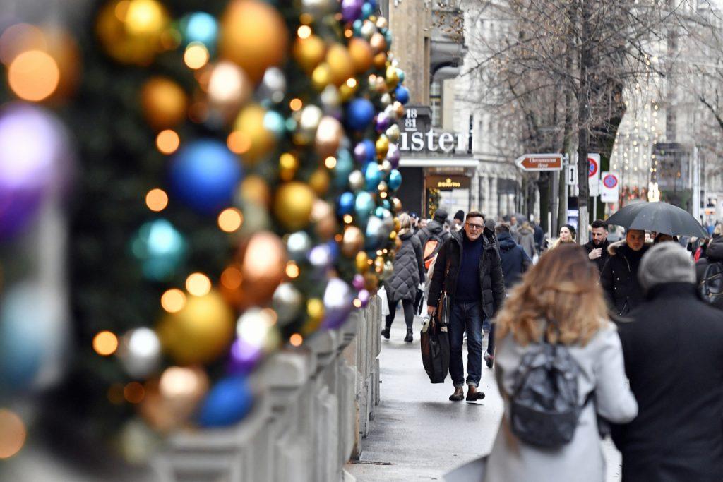 """covid in Francia, due economisti propongono il """"Lockdown dell'Avvento"""""""